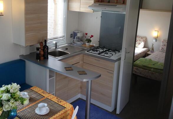 Marino Mobil Homes affitto a Port Grimaud Prairies de la mer , modello Exotique 2, il salone angolo cottura